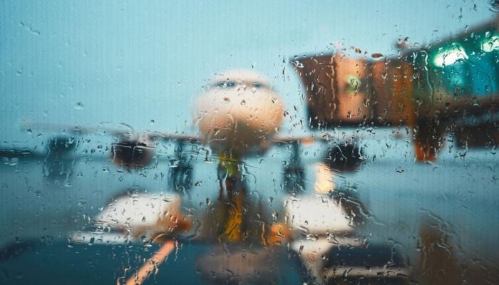 """Более 1800 авиарейсов были отменены в связи с приближением урагана """"Дориан"""""""