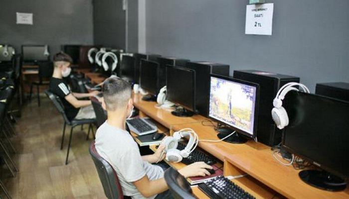 Diyarbakır'daki internet kafeler, koronavirüs tedbirleriyle kapılarını açtı