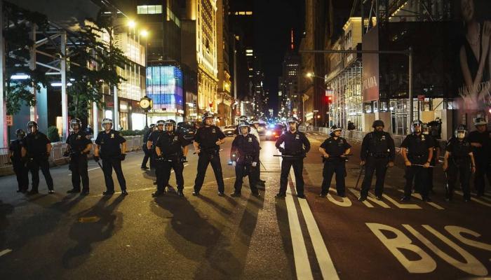 В Нью-Йорке продлили на сутки комендантский час