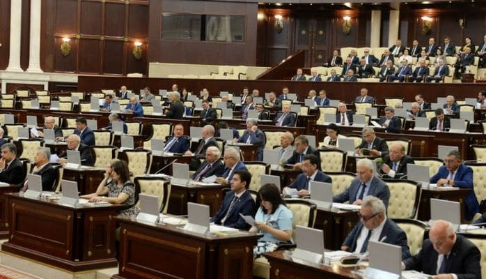 Deputatların aldığı məvacib - Maaş, bayrampulu, tətilpulu, pensiya… - Kimə nə qədər düşür?