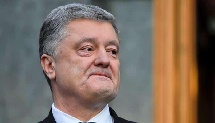 Poroşenko Ukraynadan 8 milyard dollar çıxarıbmış