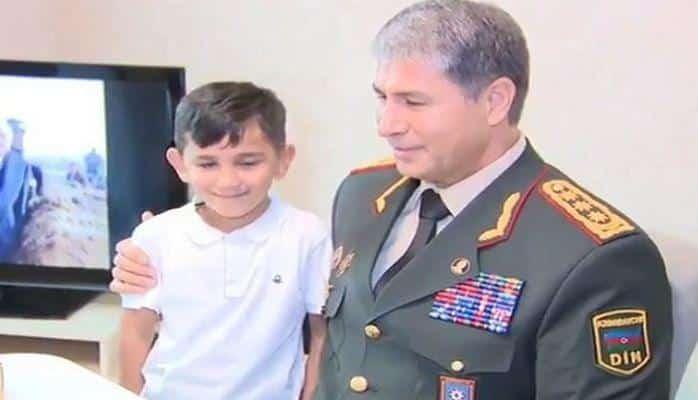 Сын военнослужащего прочел Вилаяту Эйвазову стихотворение