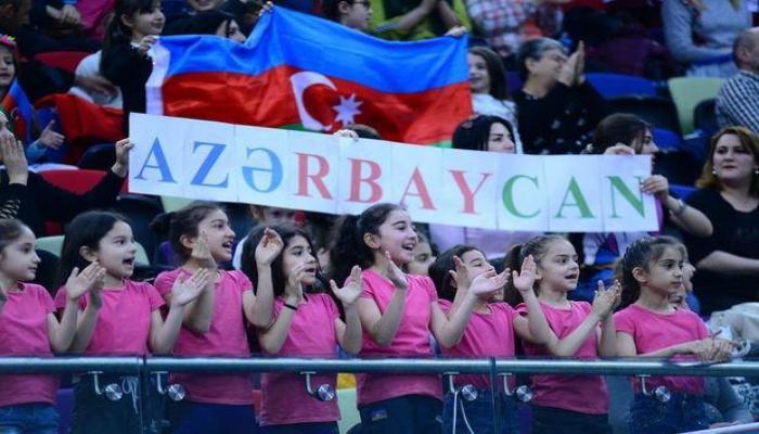Qızların Azərbaycan himnini oxuması qürur verdi