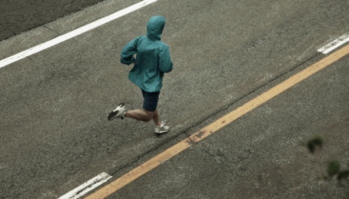 Wuhan'da maskeyle koşan gencin akciğeri patladı