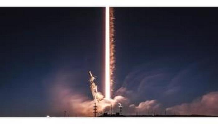 """""""SpaceX"""" şirkəti kosmosa çoxlu internet peykləri buraxacaq"""