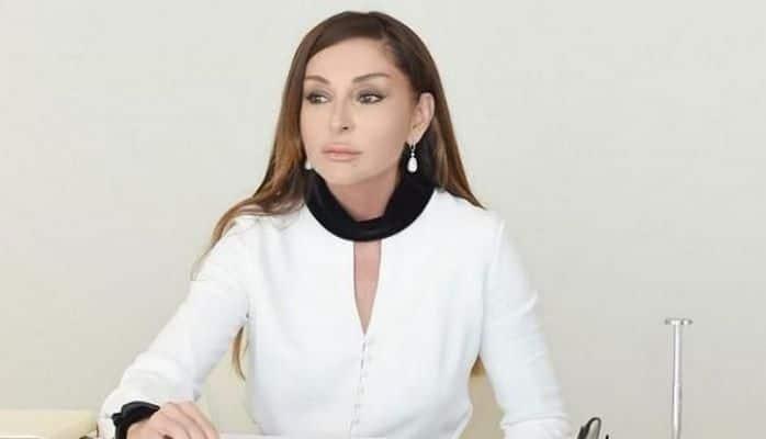 """Putin Mehriban Əliyevanı """"Dostluq"""" ordeni ilə təltif edib"""