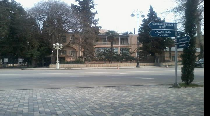 Gəncədə tarixi bina sökülür