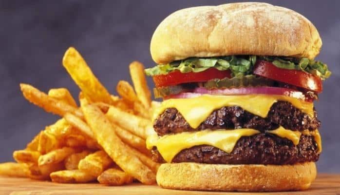 Yüksək kalorili qidalar süd vəzisi xərçəngi riskini artırır