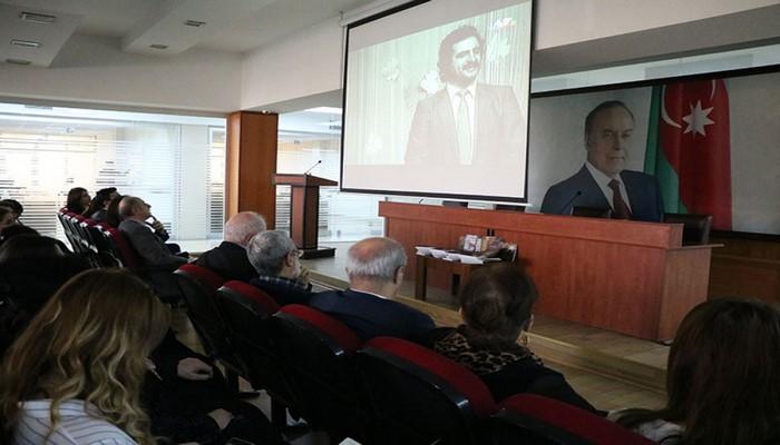 Azərbaycan Universitetində məşhur mahnıların müəllifi Adil Babayevin xatirəsi anılıb