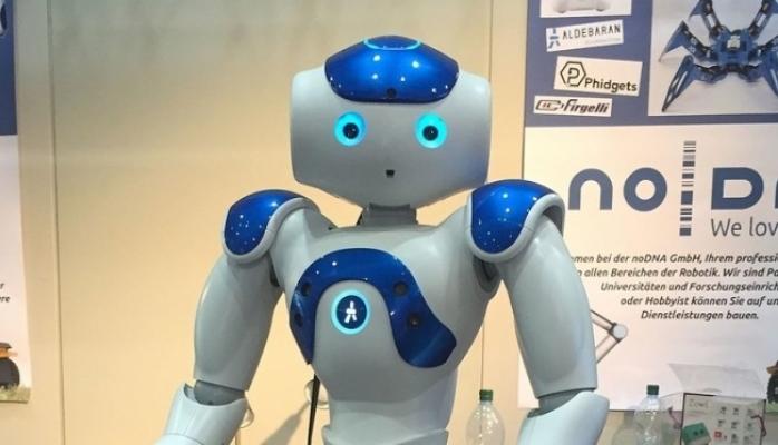 İnsanlar xəta törədən robotları daha çox xoşlayır