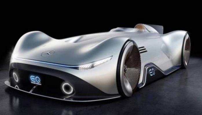 """Mercedes-Benz """"Gümüşü oxların"""" müasir variantını təqdim edib"""