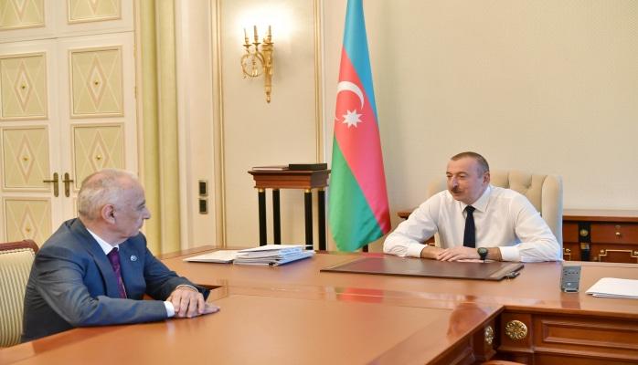 Президент Ильхам Алиев принял Гаджибалу Абуталыбова Али Гасанова в связи с поданным им заявлением об освобождении от должности