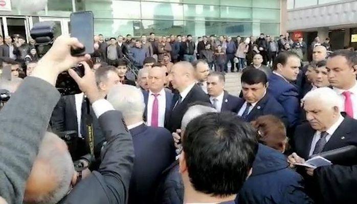 "Президент перед станцией метро ""28 Мая"""