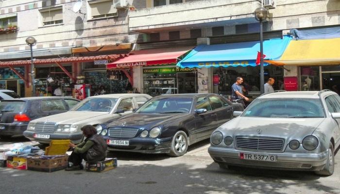 """Albaniyada sakinlər küçəyə çıxmaq üçün icazəni """"sms""""lə alacaq"""