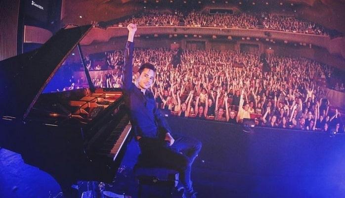 """Самый быстрый пианист мира"""" вновь едет в Баку"""