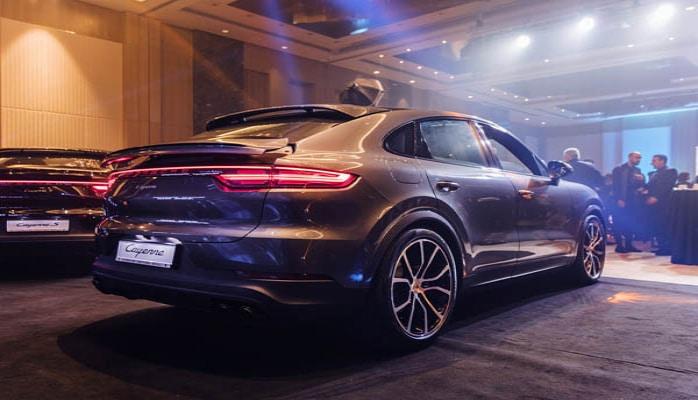 "Bakıda iki yeni ""Porsche"" təqdim olundu"