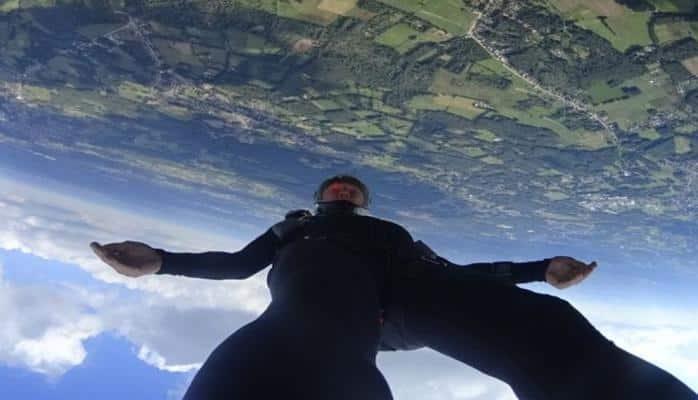 Установлен новый рекорд скорости свободного падения человека