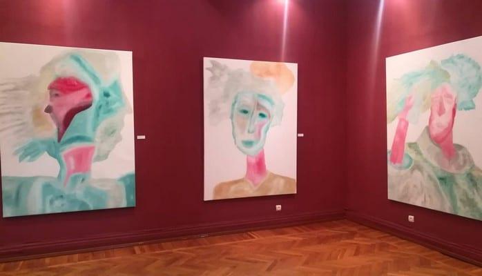 В Баку открылась выставка португальского художника Карлуша Мота