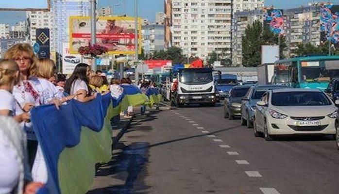 Ukraynada rekord: 2700 metr uzunluğunda bayraq
