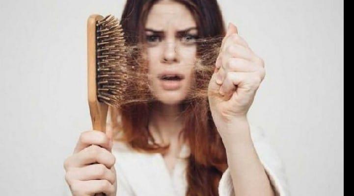 Saçların tökülməsinə səbəb olan xəstəliklərin adları açıqlanıb