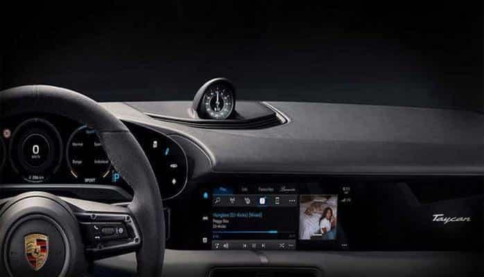 Porsche показала интерьер первого электрокара