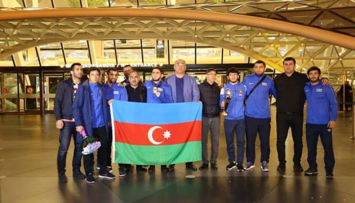 Чемпионы Европы прибыли в Баку