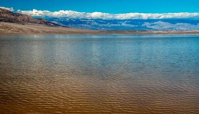 Daşların hərəkət etdiyi Ölüm Vadisində iri göl peyda oldu