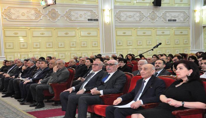 Фирудин Гурбанов встретился с молодыми учеными и специалистами