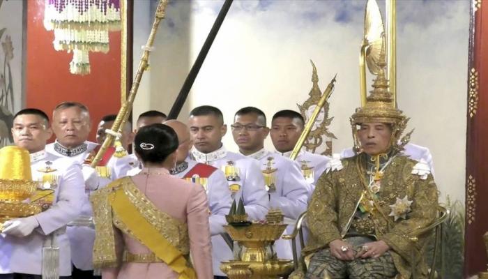 Tailand kralı X Ramanın tacqoyma mərasimi keçirilib