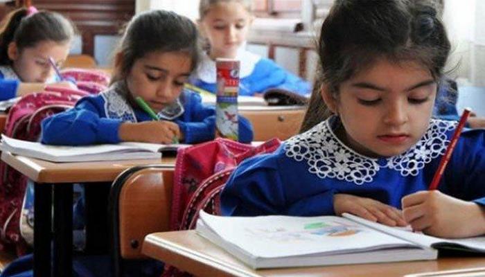 AK Parti'li Muş: Okula başlama yaşı 66 aydan 69 aya çıkarılıyor .