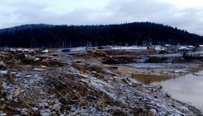 На месте прорыва дамбы в России нашли сейф с золотом