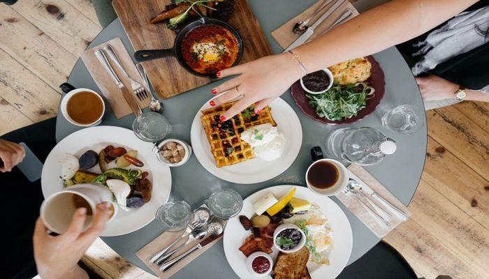 Психологи рассказали о 6 признаках нарушения пищевого поведения