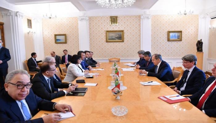 Проходит встреча Сахибы Гафаровой с Сергеем Лавровым