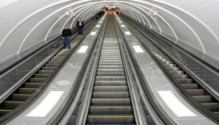 Bakı metrosunun əsas stansiyaların birində 3 ay istifadəsiz qalan eskalatorun təftişi başa çatıb