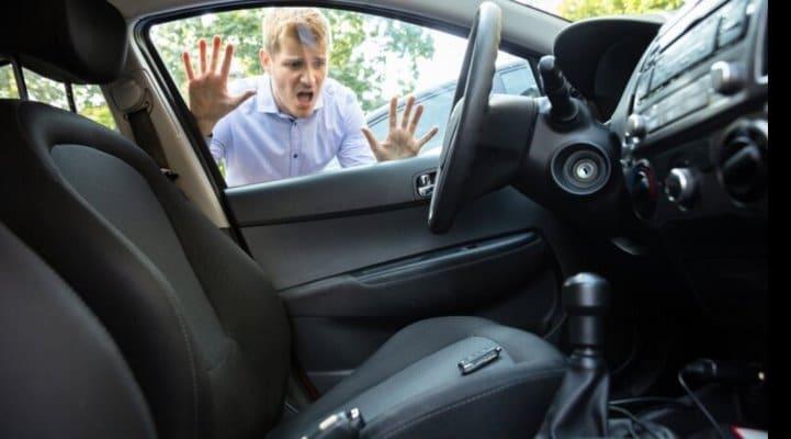 Назван способ быстро вскрыть автомобиль в экстренной ситуации
