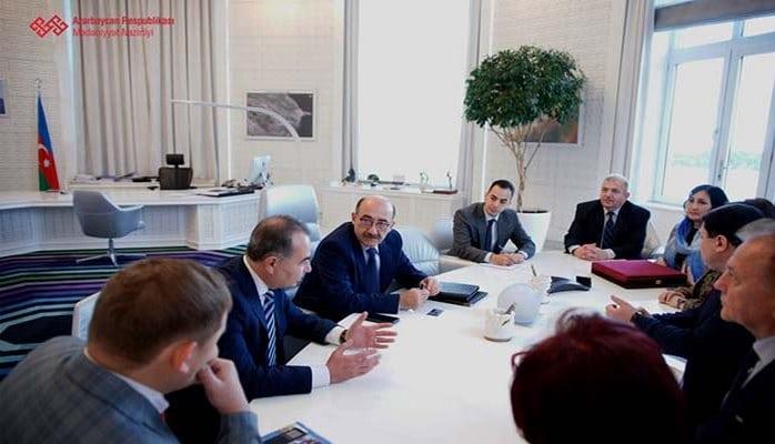Əbülfəs Qarayev üç ölkədən gələn qonaqlarla görüşdü