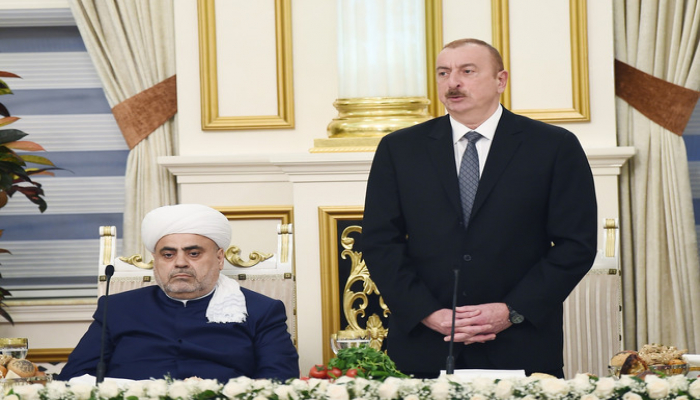 Prezident: 'Şeyx həzrətləri xalq və dövlət qarşısında böyük xidmətlər göstərir'