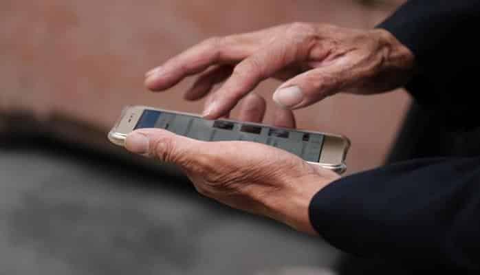 Эксперты назвали эффективные способы не отвлекаться на смартфоны