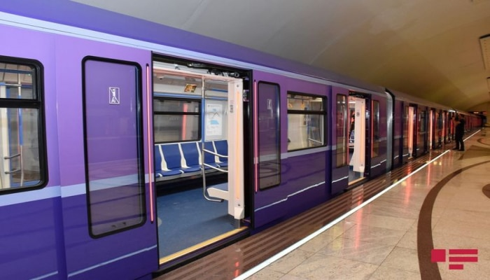 В результате перепада напряжения в бакинском метро произошел сбой в графике движении поездов