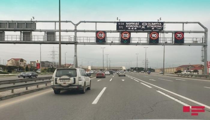 В связи с погодными условиями снижен предел скорости на основных дорогах Баку