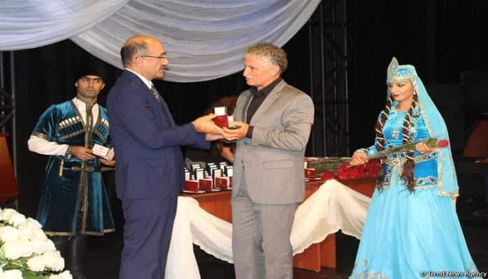 В Баку состоялось награждение театральных деятелей