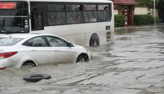 Bakı yağışdan sonra: ənənəvi problemlər