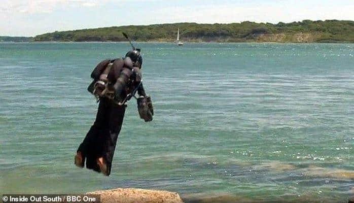 """Изобретатель перелетел через пролив в костюме """"Железного человека"""""""