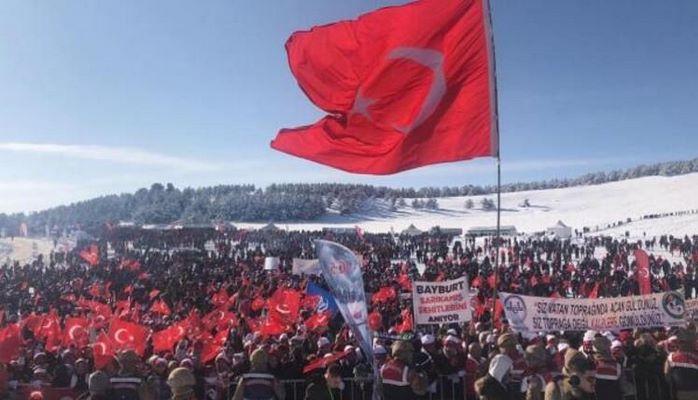 Sarıkamış şehitleri için 20 bin kişi yürüdü