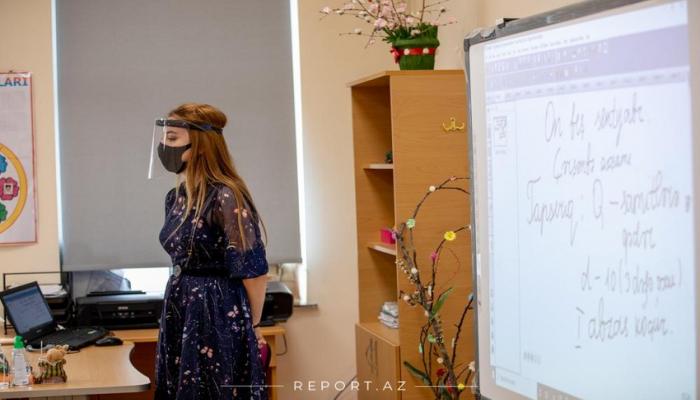 В Азербайджане учителям раздали защитные щиты для лица