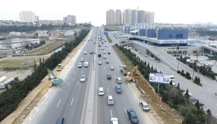 Дорога на въезде в Баку расширяется
