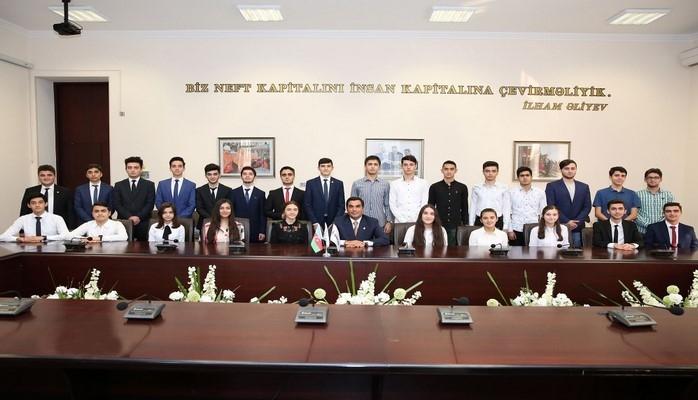 В Бакинской высшей школе нефти состоялась встреча с президентскими стипендиатами