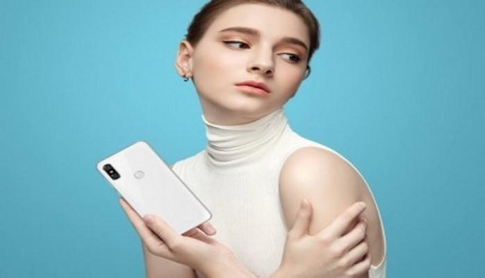 """Motorola P30 - Lenovonun ilk """"telli"""" smartfonu"""