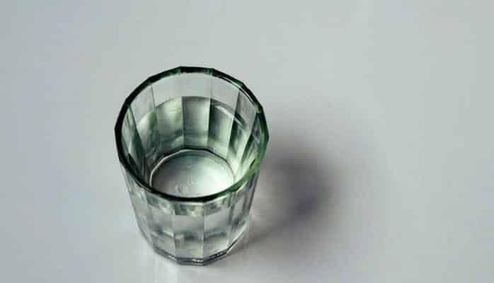 Больным остеохондрозом нельзя пить водку, но она может им помочь