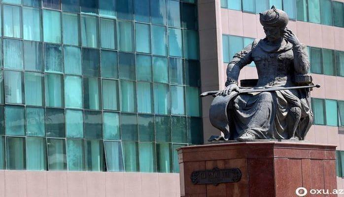 "Памятник Шаху Исмаилу Хатаи в Баку ""переезжает""?"